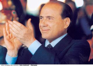 Berlusconi applaude